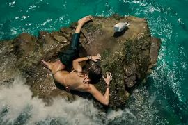 THE SHALLOWS: Walks the Line Between B-Movie & Tense Survival Thriller