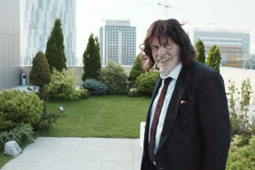 TONI ERDMANN: Snap Or Stretch